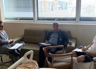 Bruno Covas publica foto despachando com secretários em hospital. Foto: Reprodução de Internet