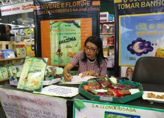 Isa Colli no lançamento do livro sobre a Amazônia. Foto: Divulgação