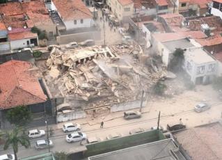 Prédio desaba em Fortaleza. Foto: Reprodução/SVM