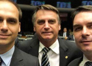 Jair Bolsonaro e os filhos, Eduardo e Flávio Bolsonaro. Foto: Reprodução