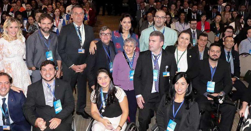 Jair Bolsonaro e Michelle em evento com pessoas com deficiência. Foto: Marcos Corrêa/PR