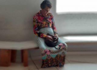 Homem vestido mulher é preso ao tentar fazer prova do Detran no lugar da mãe. Foto: PM/Divulgação