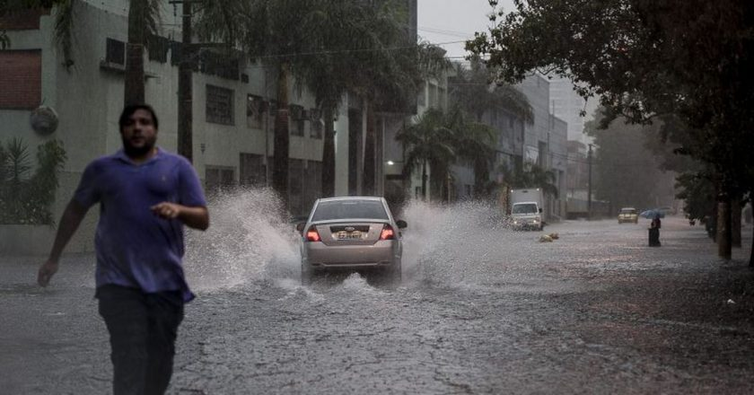 Chuva intensa causa enchentes e paralisa o trânsito em São Paulo. Foto: Agência Brasil