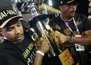 Membros da Vai-Vai celebram títulos do Grupo de Acesso 1. Foto: Fausto Império
