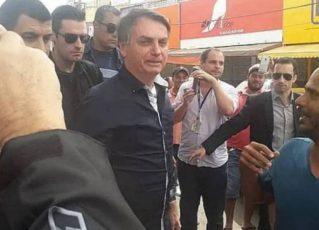 Jair Bolsonaro passeia pelo comércio de Brasília. Foto: Reprodução