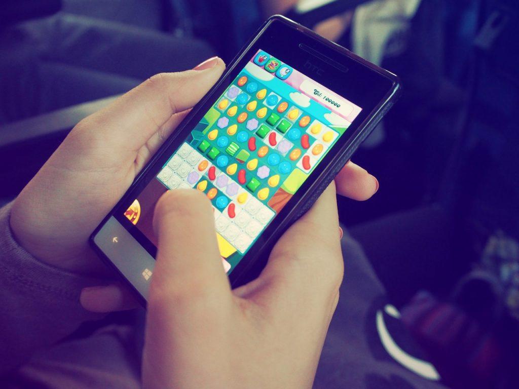 Celular, smartphone, aplicativos, jogos, candy crush. Foto: Pexels