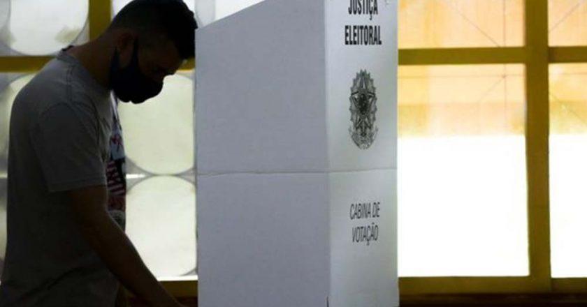 Votação em urna eletrônica. Foto: Reprodução de Internet