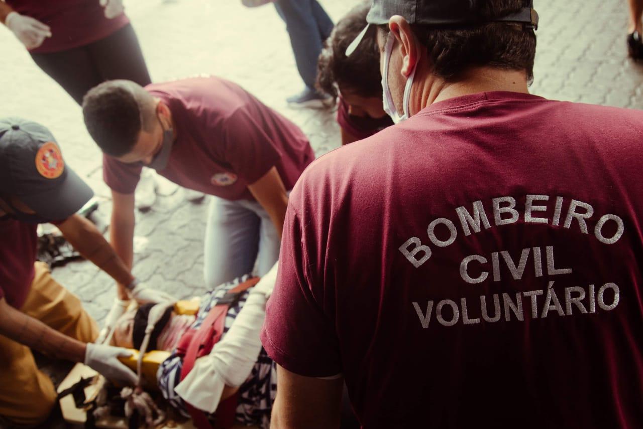 Curso de bombeiro civil voluntário tem vagas gratuitas para quem atua no Carnaval. Foto: Divulgação