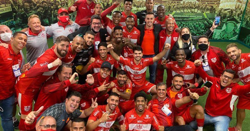 Time do CRB celebra classificação em São Paulo. Foto: Reprodução/Twitter